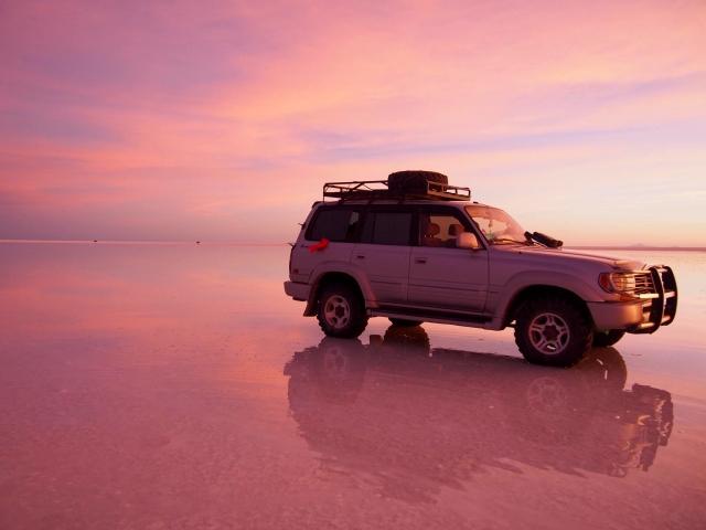 ウユニ塩湖と文化的なデザインの美しさについて